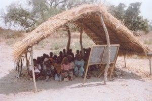 Αχυροκαλύβα-σχολείο στο Καμερούν
