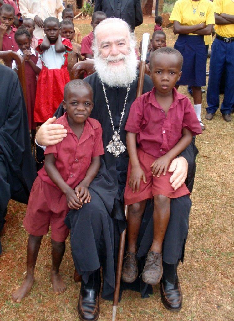 Ο Μακ. Πατριάρχης με παιδιά της Ουγκάντας
