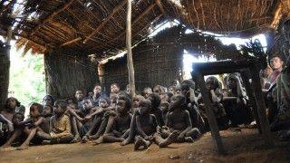 Κατήχηση σε καλύβα στη Μαδαγασκάρη