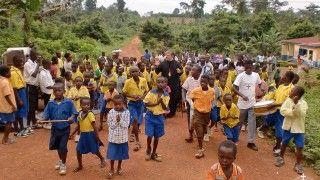 Υποδοχή του Σεβασμιωτάτου σε χωριό της Γκάνα