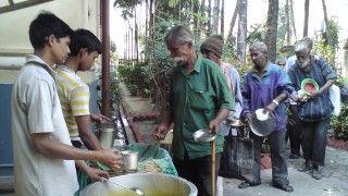 Συσσίτια για τους απόρους της Καλκούτας