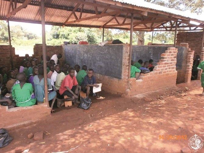 Πρόχειρο σχολείο στη Nakyaka της Ουγκάντας