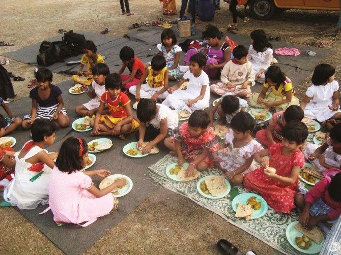 Γεύμα για τα κορίτσια του ορφανοτροφείου μας