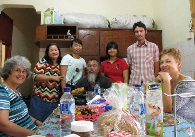 Φιλοξενία στο σπίτι του π. Χρυσοστόμου Manalu