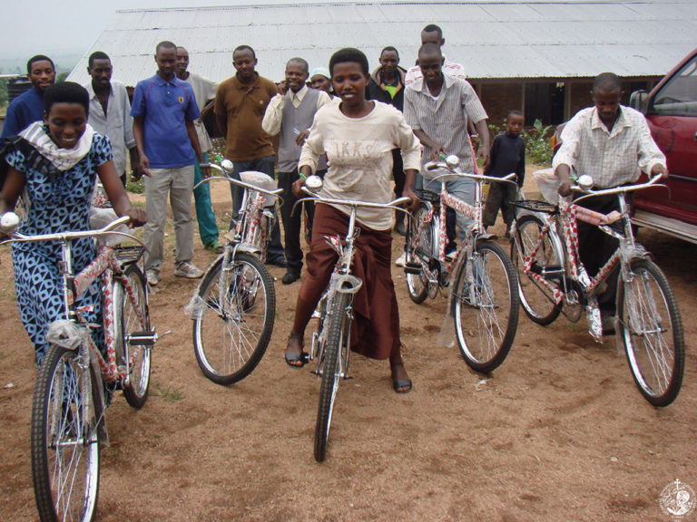 Νέα ποδήλατα για τους δασκάλους της Μπουραμάτα
