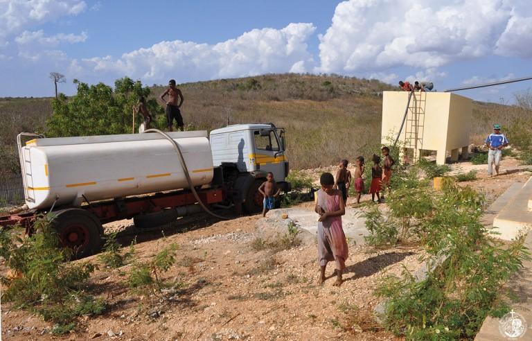 Παρέχοντας καθαρό νερό σε αυτούς που το έχουν ανάγκη