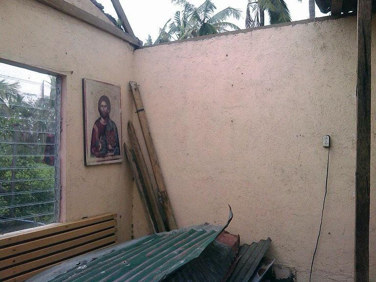 Κατάρρευση στέγης στον Ιερό Ναό Αγίας Τριάδος Φιλιππινών